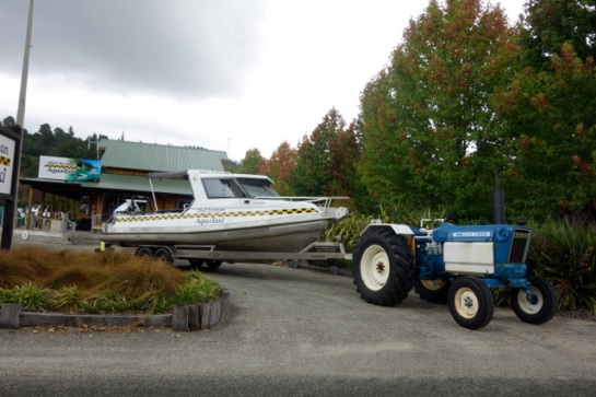 abel-tasman-tractor-taxi
